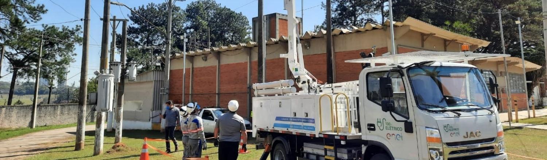 Enel apresenta o primeiro caminhão elétrico com cesto aéreo